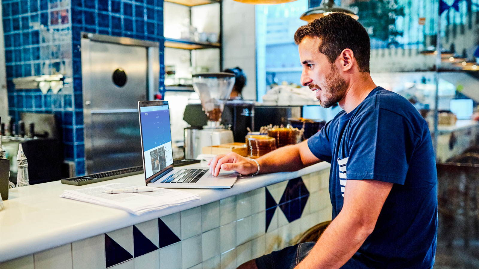 Man working on laptop in coffee shop