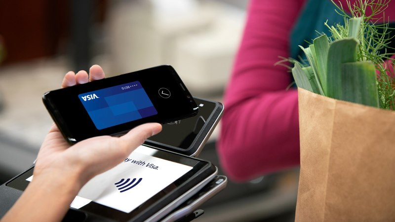 Paying with contactless phone technology